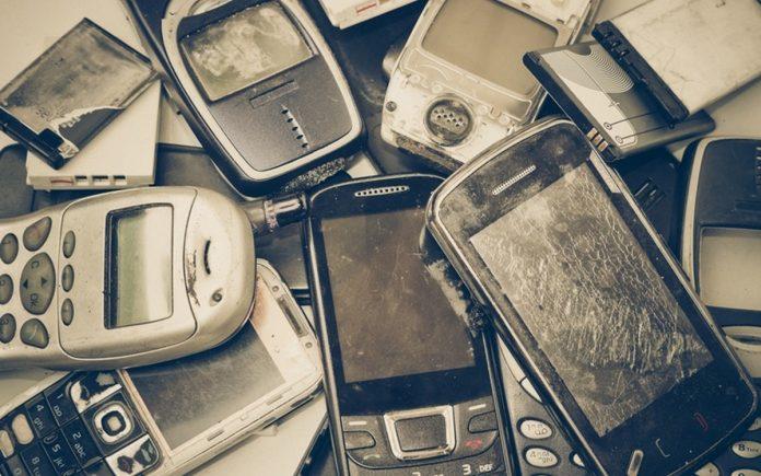 BITKOM Zahl der Alt-Handys steigt 2021 weiter